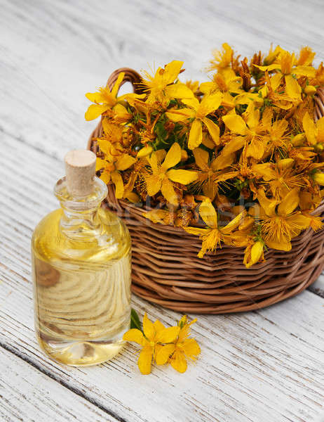 Botella mesa de madera flor verano verde medicina Foto stock © almaje