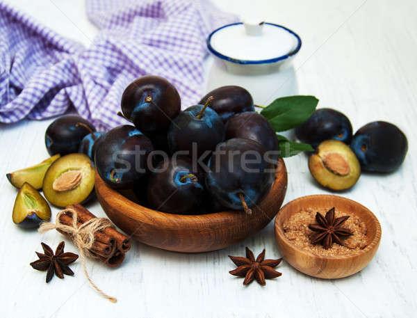 Tatlı erik eski ahşap gıda doğa Stok fotoğraf © almaje