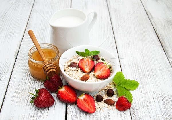 ミューズリー イチゴ ミルク はちみつ 古い 木製のテーブル ストックフォト © almaje