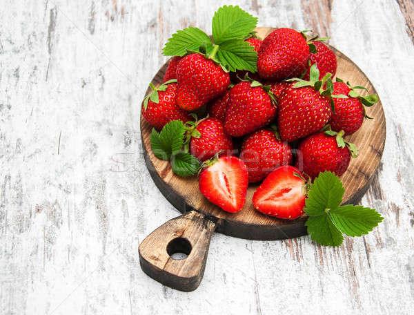 Vers aardbeien boord houten tafel hout vruchten Stockfoto © almaje