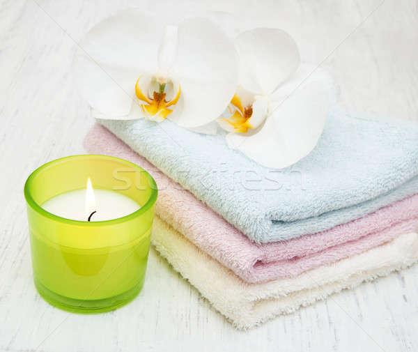 Orchidee spa candela asciugamani vecchio legno Foto d'archivio © almaje