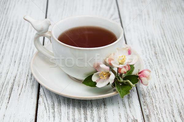 Сток-фото: Кубок · чай · яблоко · деревянный · стол · цветок