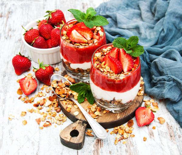 Yogurt granola desayuno fresas alimentos frutas Foto stock © almaje