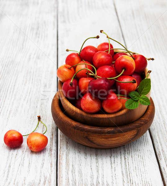 Foto stock: Tigela · doce · cereja · alegre · velho · mesa · de · madeira