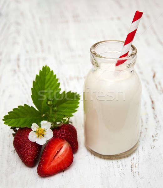 Süt çilek ahşap meyve tablo içmek Stok fotoğraf © almaje