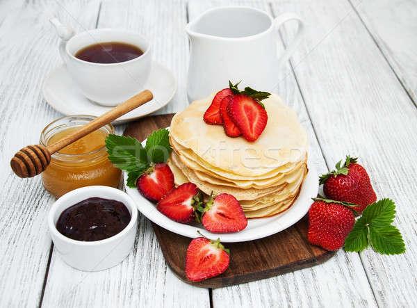 Panquecas morangos leite copo chá velho Foto stock © almaje