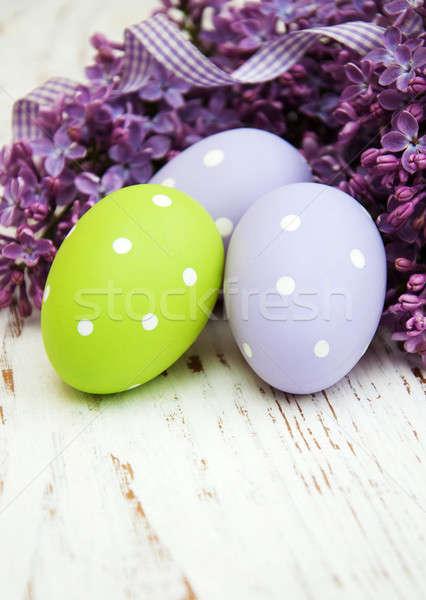 Foto stock: Huevos · de · Pascua · frescos · lila · flores · edad