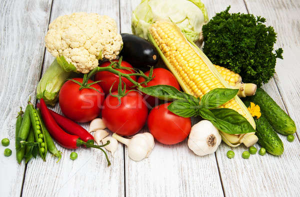 Friss zöldségek keret öreg fa asztal étel egészség Stock fotó © almaje