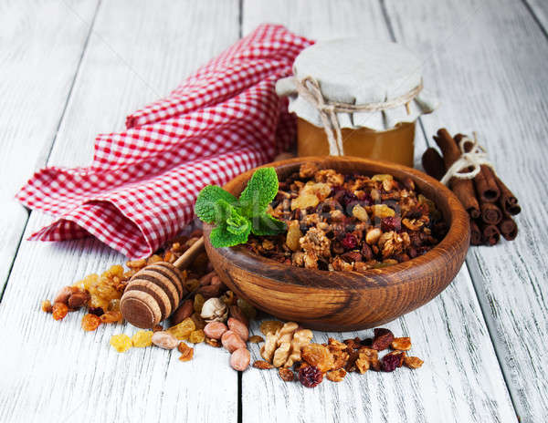 Casero granola nueces miel mesa de madera frutas Foto stock © almaje