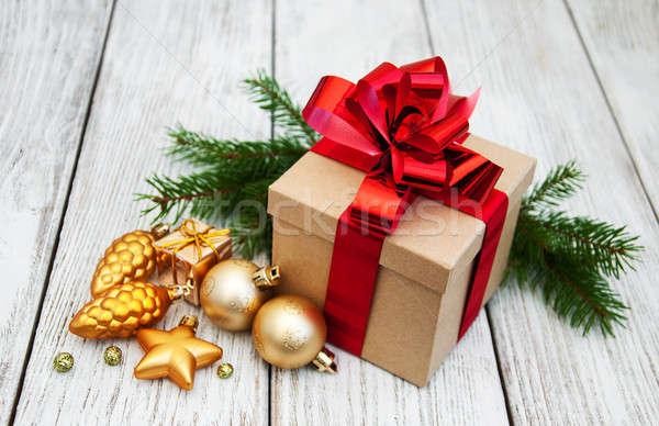Noel hediye kutusu eski ahşap kâğıt ağaç Stok fotoğraf © almaje