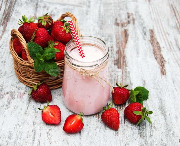 Yogurt fragole vecchio tavolo in legno alimentare legno Foto d'archivio © almaje