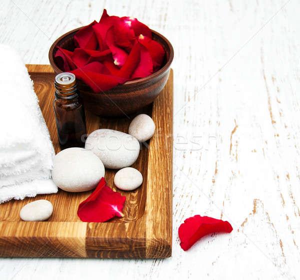 Rose fleur pétales aromathérapie verre Photo stock © almaje