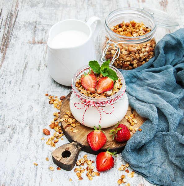 Jar yoghurt aardbeien tabel gezondheid Stockfoto © almaje