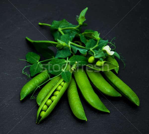 Verde ervilhas pedra preto conselho comida Foto stock © almaje