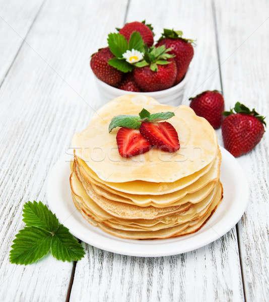Fresas edad mesa de madera rojo desayuno Foto stock © almaje