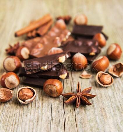 Foto stock: Chocolate · nozes · velho · mesa · de · madeira · madeira · fundo