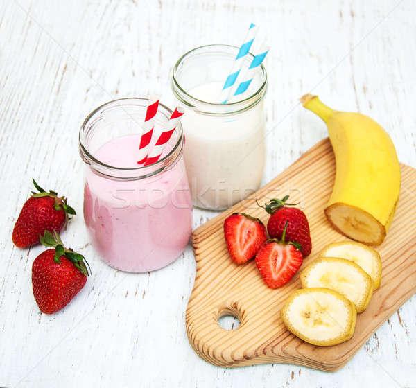 Foto stock: Bananas · morangos · iogurte · natureza · fruto