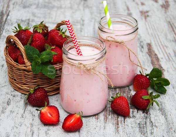Iogurte morangos velho mesa de madeira madeira saúde Foto stock © almaje