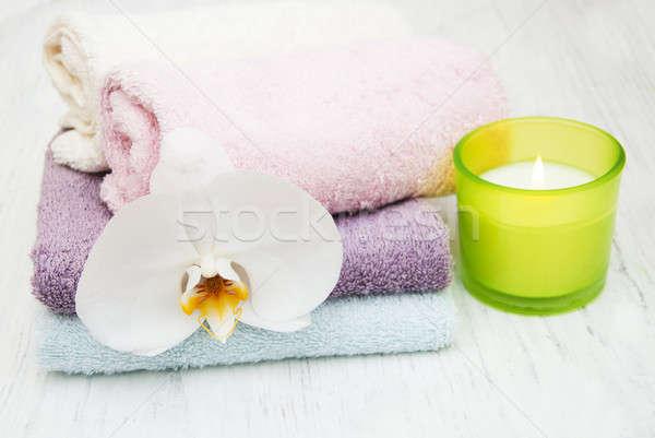 Orchideeën spa kaars handdoeken oude houten Stockfoto © almaje
