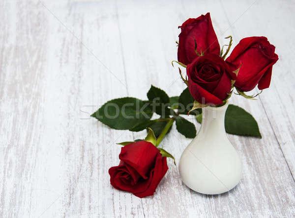 Foto stock: Vaso · rosas · vermelhas · velho · flor · textura
