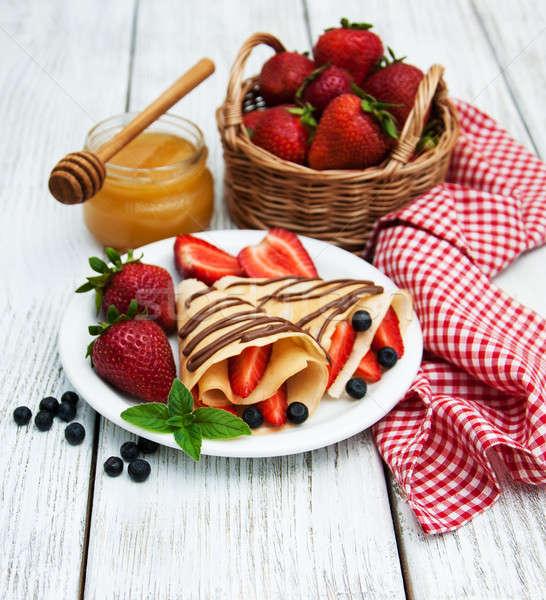 Eprek csokoládé mártás palacsinták áfonya gyümölcs Stock fotó © almaje