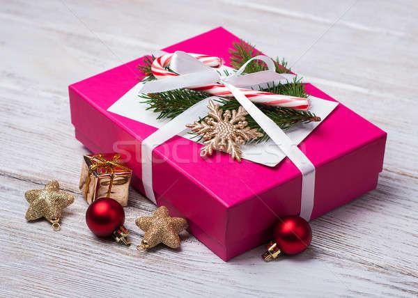 Stok fotoğraf: Noel · hediye · kutusu · süslemeleri · eski · ahşap · masa · kâğıt
