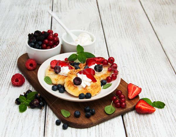 コテージチーズ パンケーキ 液果類 木製のテーブル 食品 キッチン ストックフォト © almaje