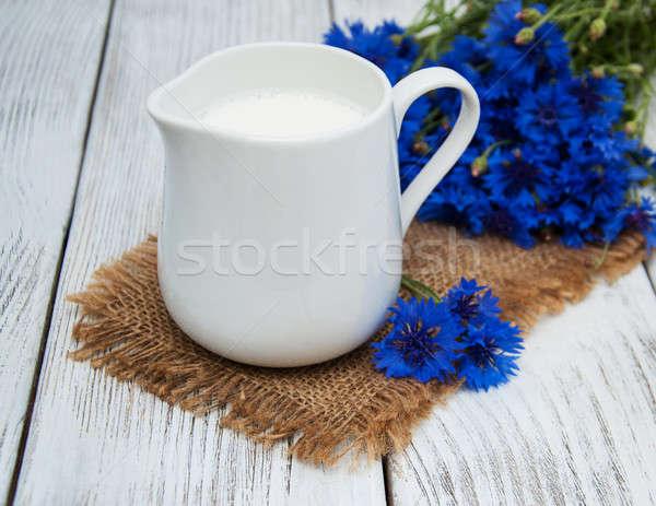 Jar mleka starych drewniany stół kwiat charakter Zdjęcia stock © almaje