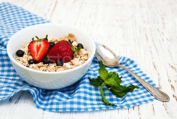 Muesli fraises vieux bois bois lait Photo stock © almaje