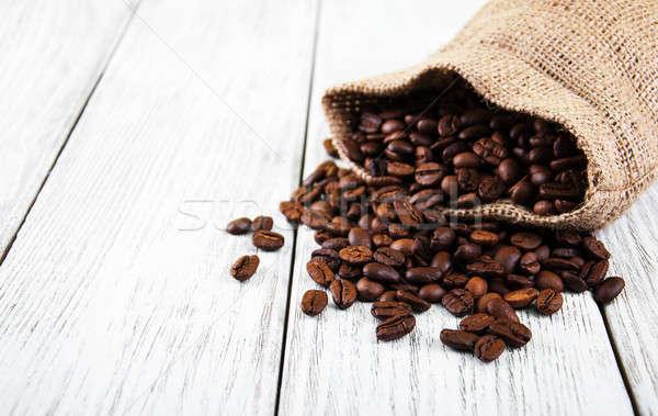 Zak koffiebonen oude houten tafel cafe zwarte Stockfoto © almaje