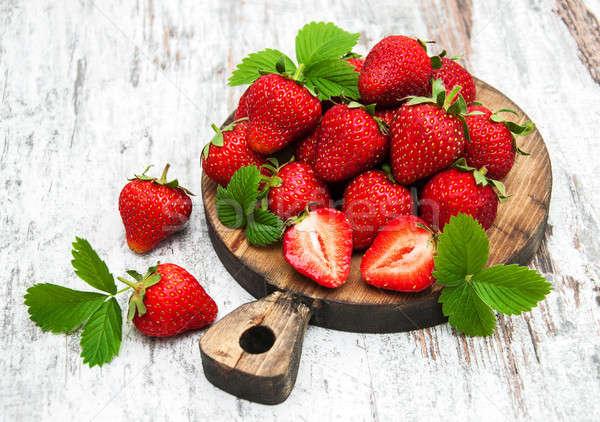 Vers aardbeien boord oude voedsel Stockfoto © almaje