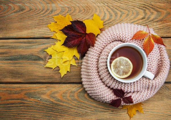 Tasse thé vieux table en bois Photo stock © almaje