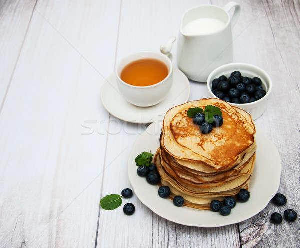Tányér palacsinták áfonya asztal étel levél Stock fotó © almaje