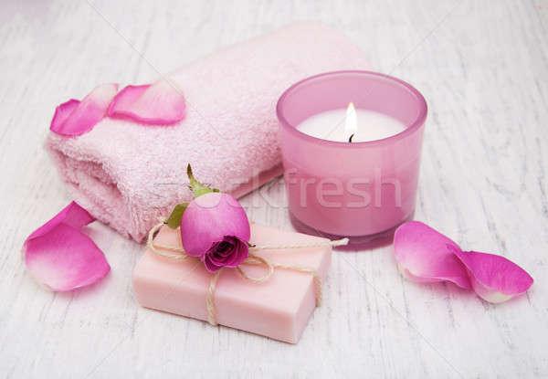 Foto stock: Bano · toallas · vela · jabón · rosa · rosas