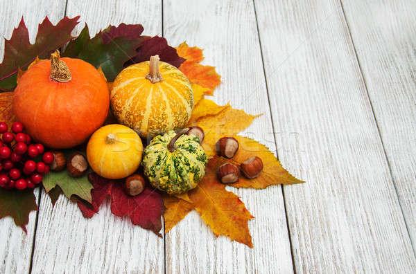 Calabaza hojas hojas de otoño edad mesa de madera alimentos Foto stock © almaje