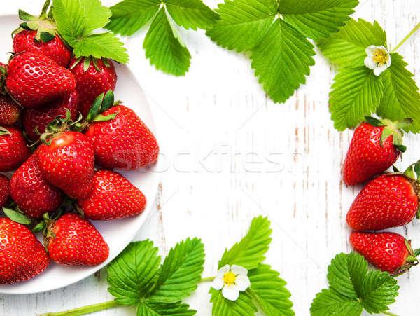 Aardbeien bladeren houten bloem voedsel natuur Stockfoto © almaje