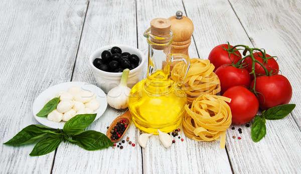 Italiaans eten ingrediënten oude houten tabel olie Stockfoto © almaje