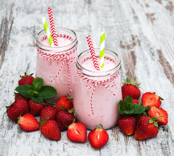 Yoghurt aardbeien oude houten tafel voedsel hout Stockfoto © almaje