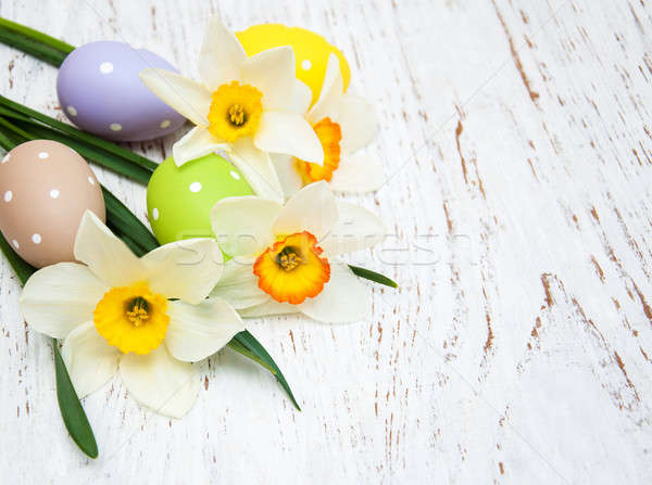 Paaseieren narcissen bloemen oude houten Pasen Stockfoto © almaje