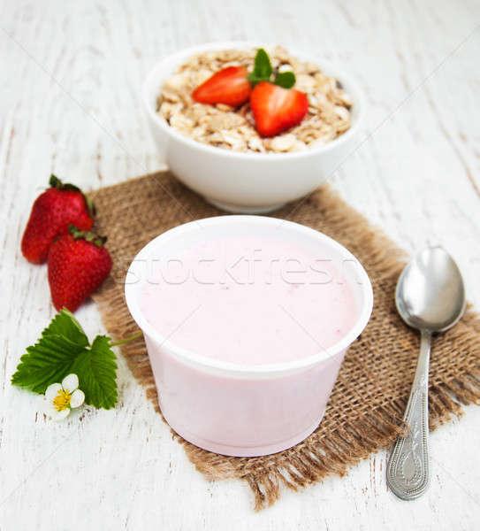 Jogurt musli jagody starych drewna Zdjęcia stock © almaje