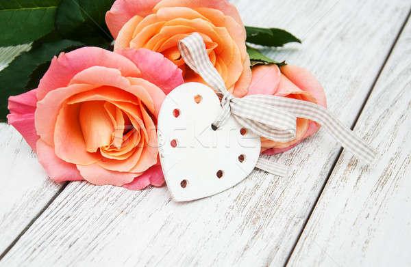 Stok fotoğraf: Pembe · güller · ahşap · kalpler · eski · beyaz