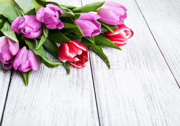 Buquê tulipas velho mesa de madeira primavera natureza Foto stock © almaje