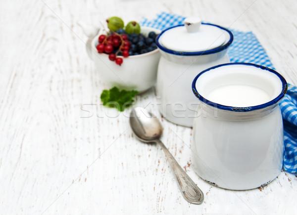 Fatto in casa yogurt fresche frutti di bosco legno natura Foto d'archivio © almaje
