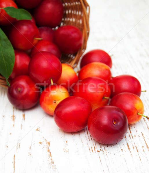 édes szilva öreg fából készült természet levél Stock fotó © almaje