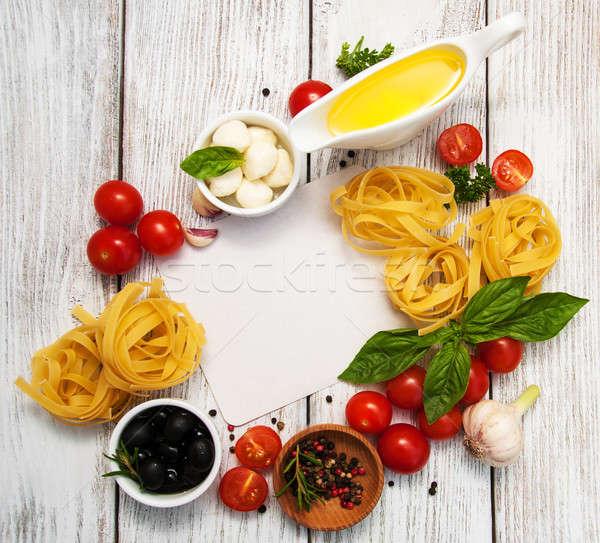 İtalyan gıda malzemeler eski ahşap tablo yağ Stok fotoğraf © almaje