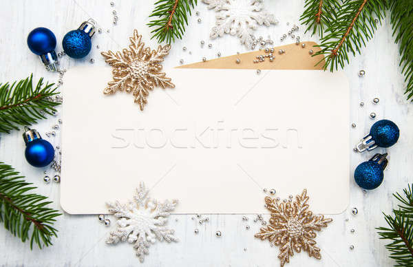 Tebrik kartı Noel dekoratif kar taneleri ahşap arka plan Stok fotoğraf © almaje