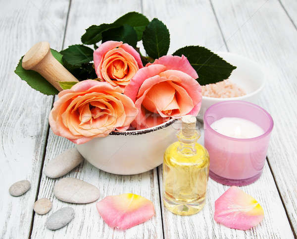 Spa pembe güller eski ahşap gül Stok fotoğraf © almaje