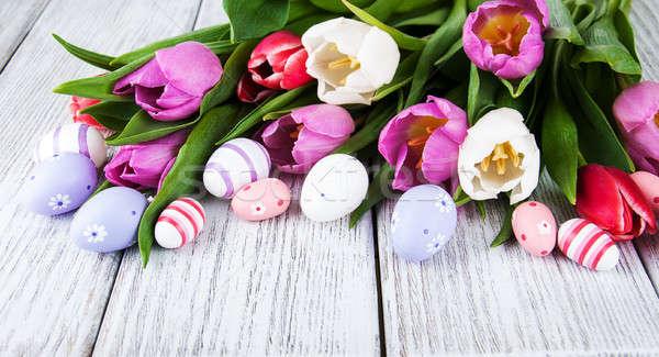 Paaseieren tulpen houten tafel bloem bloemen gelukkig Stockfoto © almaje