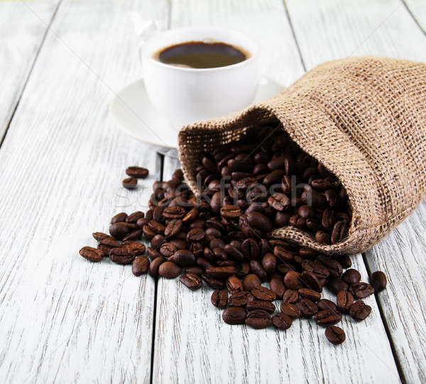 чашку кофе бобов старые деревянный стол сумку темно Сток-фото © almaje
