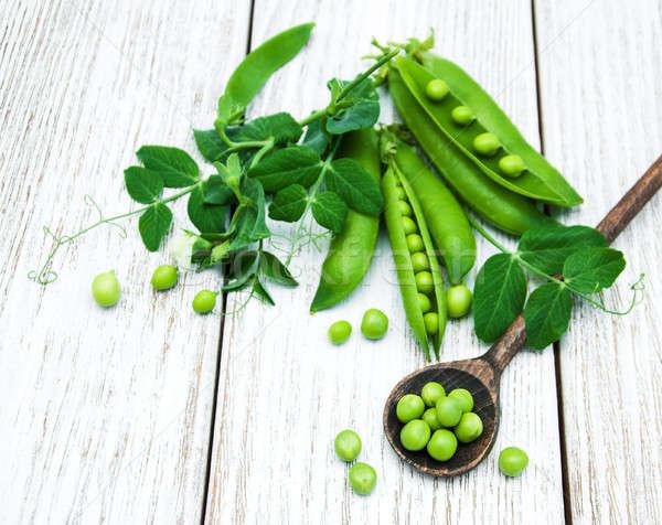 Zöld zöldborsó asztal rusztikus fehér fából készült Stock fotó © almaje